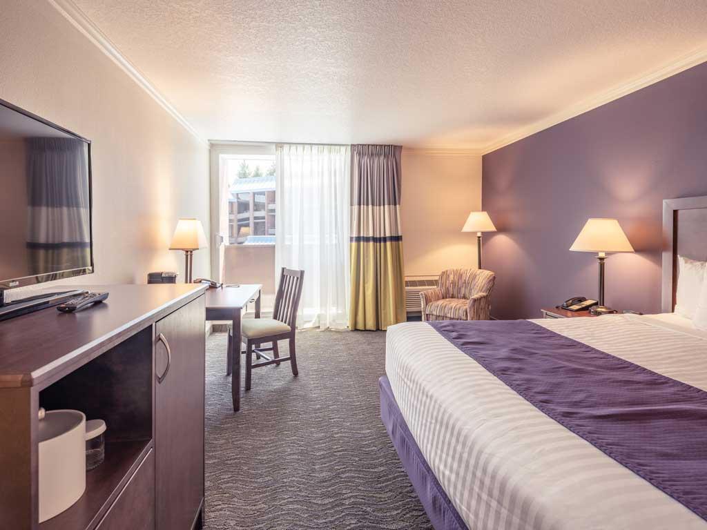 King-Comfort-Room-University-Place-Hotel