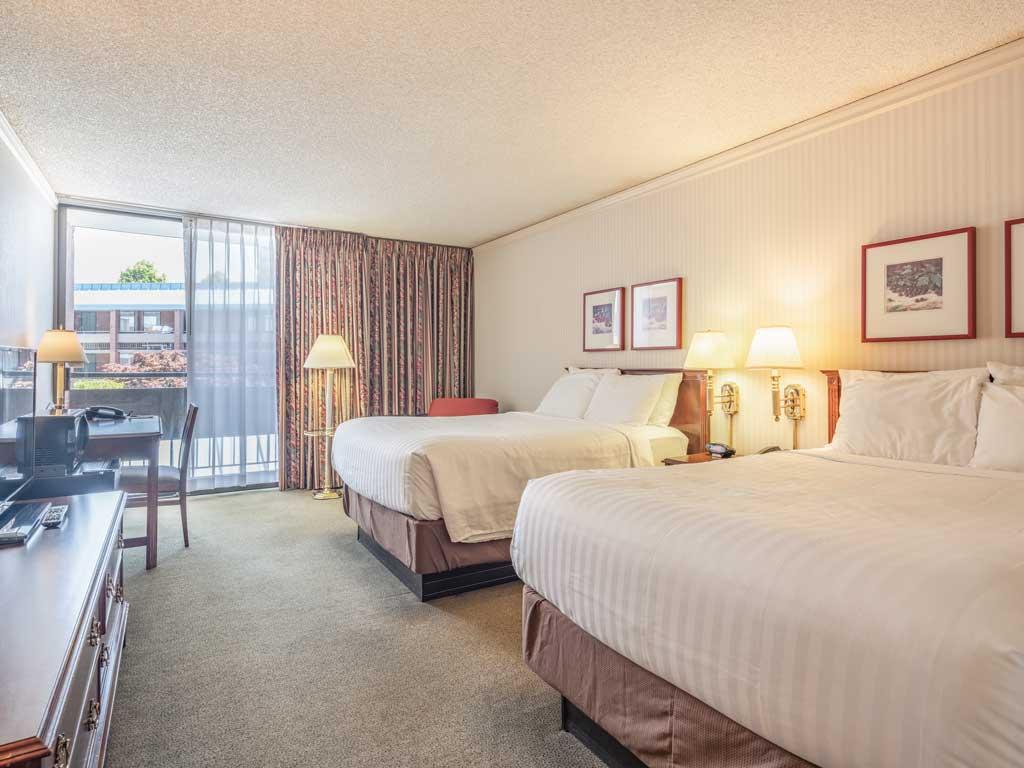 Standard Room University Place Hotel